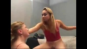 Lésbica Novinha Assanhada Fazendo Amiga Lamber Sua Buceta a Força