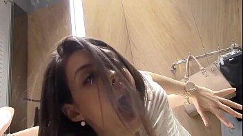 Novinha Tocando Siririca Brincando Com Vubrador na Xota no Provador da Loja