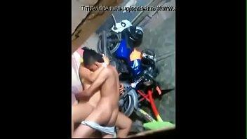 Video flagra novinha dando para moleque na garagem de casa
