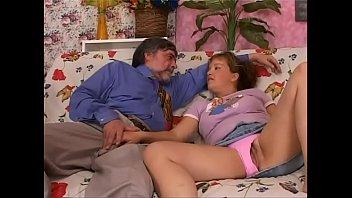 Filha fodendo com seu pai coroa filmando o Videos de incesto brasileiro