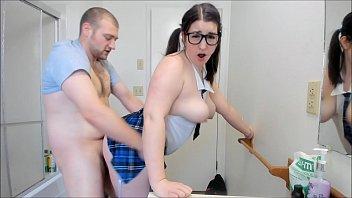Fofinha fodendo no banheiro com colega da faculdade