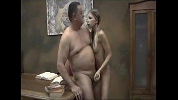 papai fodendo a buceta da novinha gostosa neste videos de incesto amador