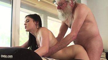 Netinha fodendo com avô idoso do tico cabeçudo