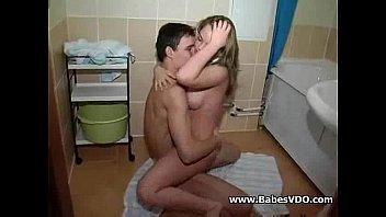 Periguete toma banho com ficante chupa e goza na trepada